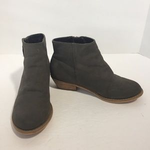 Tucker + Tate gray booties with side zip, 13.5